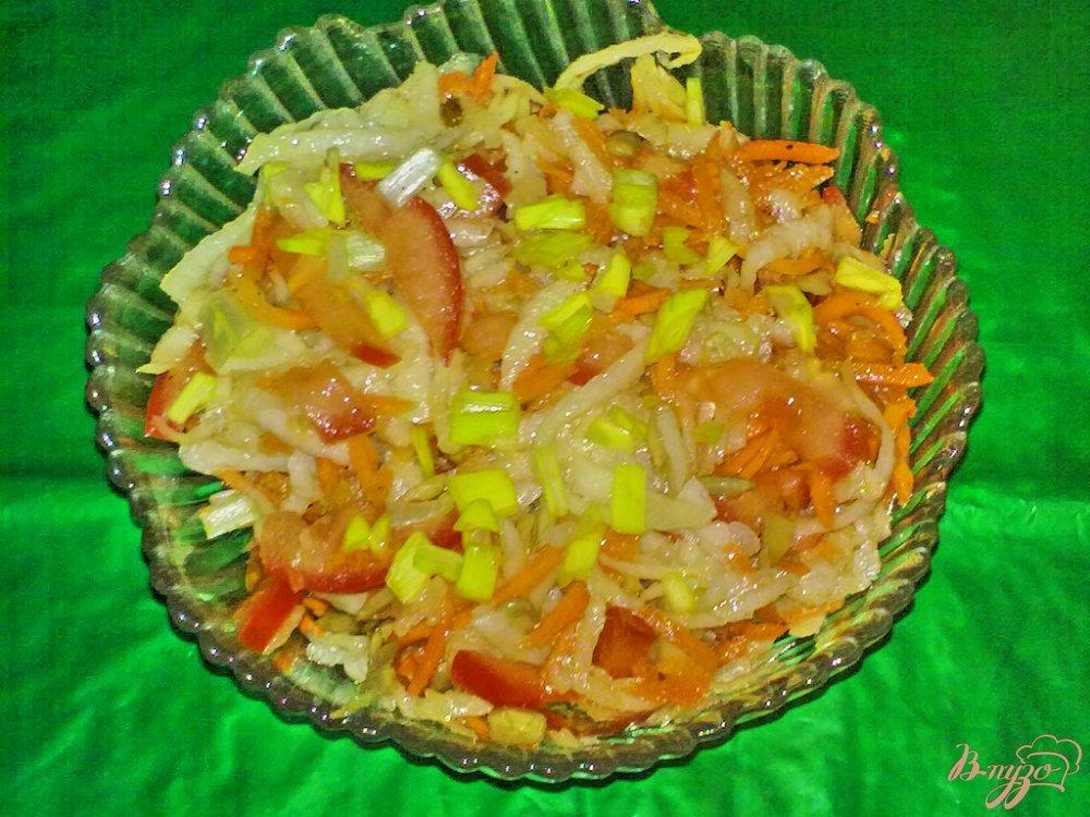 Фото приготовление рецепта: Салат из кольраби с морковью по-корейски шаг №6