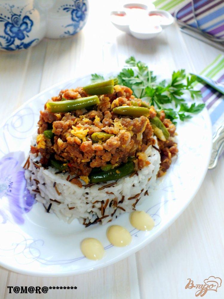 Фото приготовление рецепта: Рис с фаршем и стручковой фасолью шаг №8