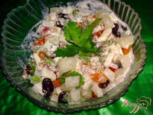 Рецепт Салат из дайкона с сухофруктами