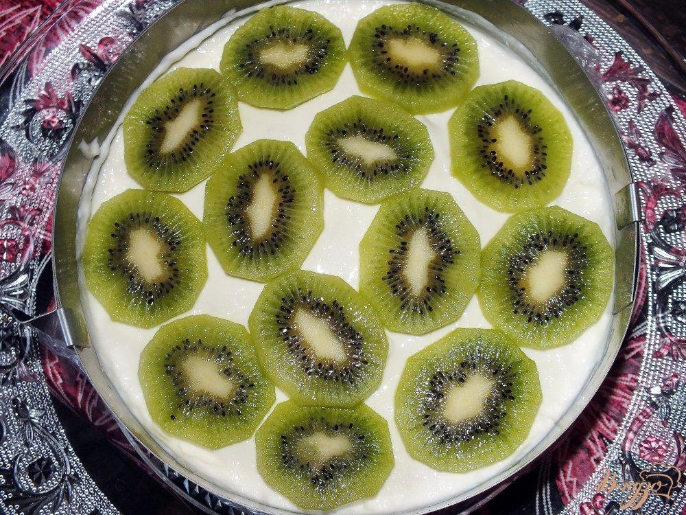 Фото приготовление рецепта: Торт творожный с фруктами шаг №4