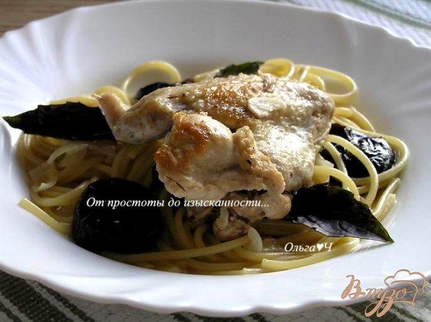 фото рецепта: Курица, тушеная с черносливом