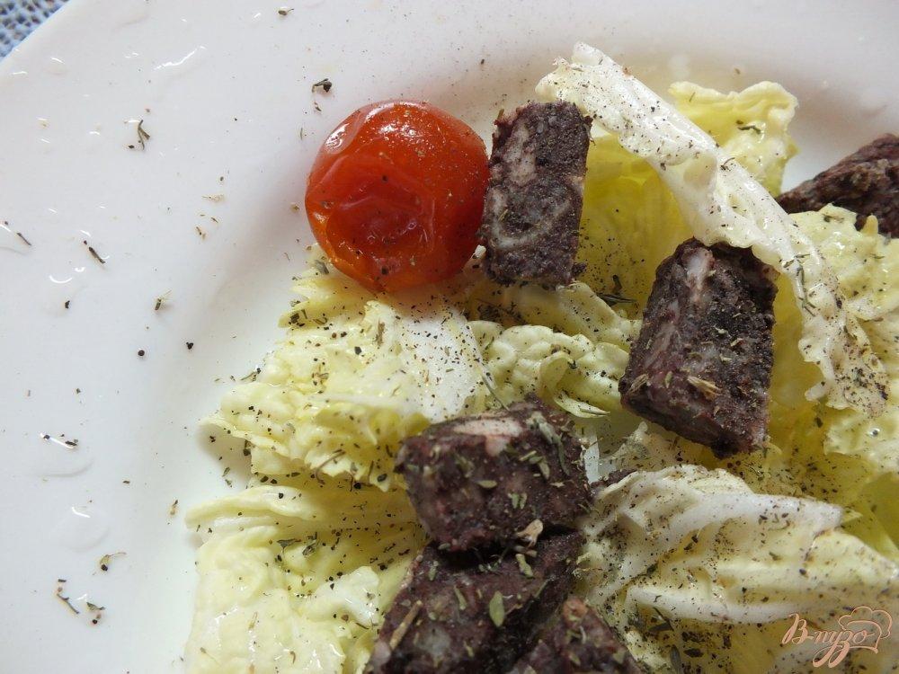 Фото приготовление рецепта: Салат с кровяной колбасой шаг №5