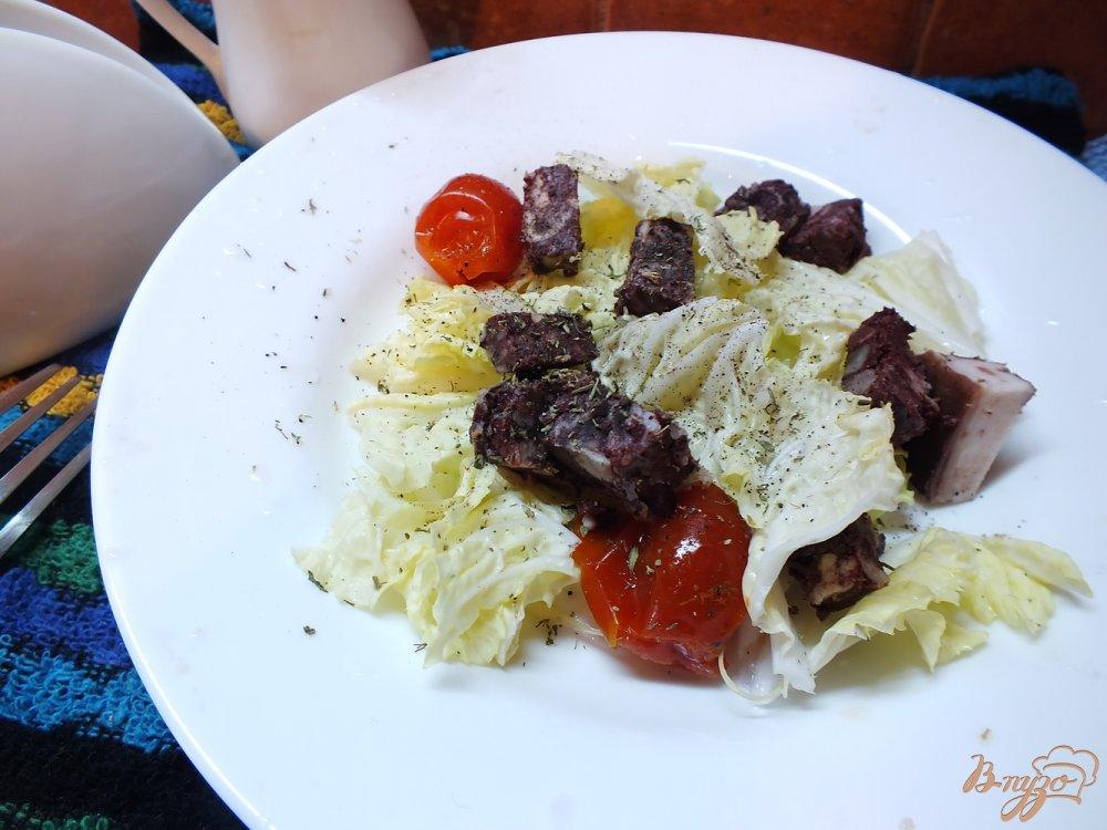 Фото приготовление рецепта: Салат с кровяной колбасой шаг №6