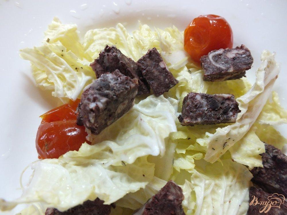 Фото приготовление рецепта: Салат с кровяной колбасой шаг №4