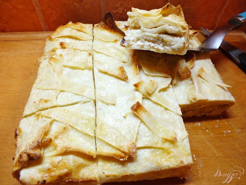 Фото приготовление рецепта: Пирог с творогом и бананом шаг №13
