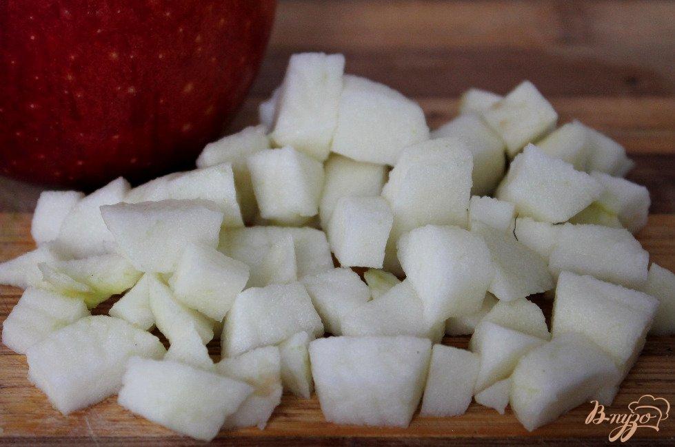 Фото приготовление рецепта: Фруктовый салат с творогом шаг №2