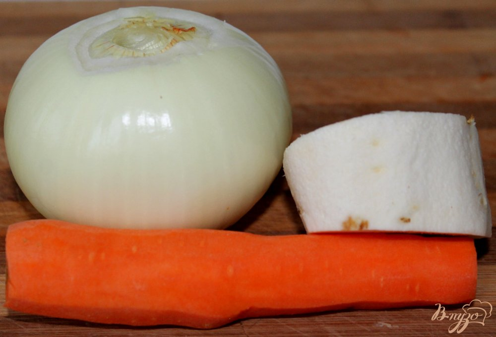 Фото приготовление рецепта: Говяжьи котлеты с овощами и сыром шаг №3