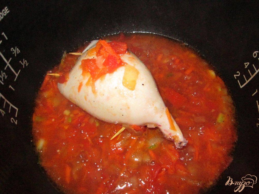 Фото приготовление рецепта: Кальмар фаршированный рисом и овощами шаг №6