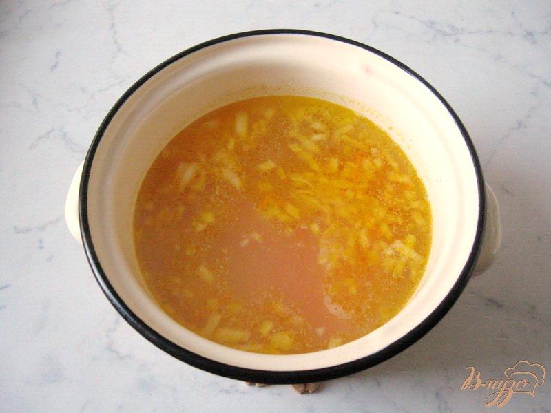 Фото приготовление рецепта: Рассольник с грибами шаг №3