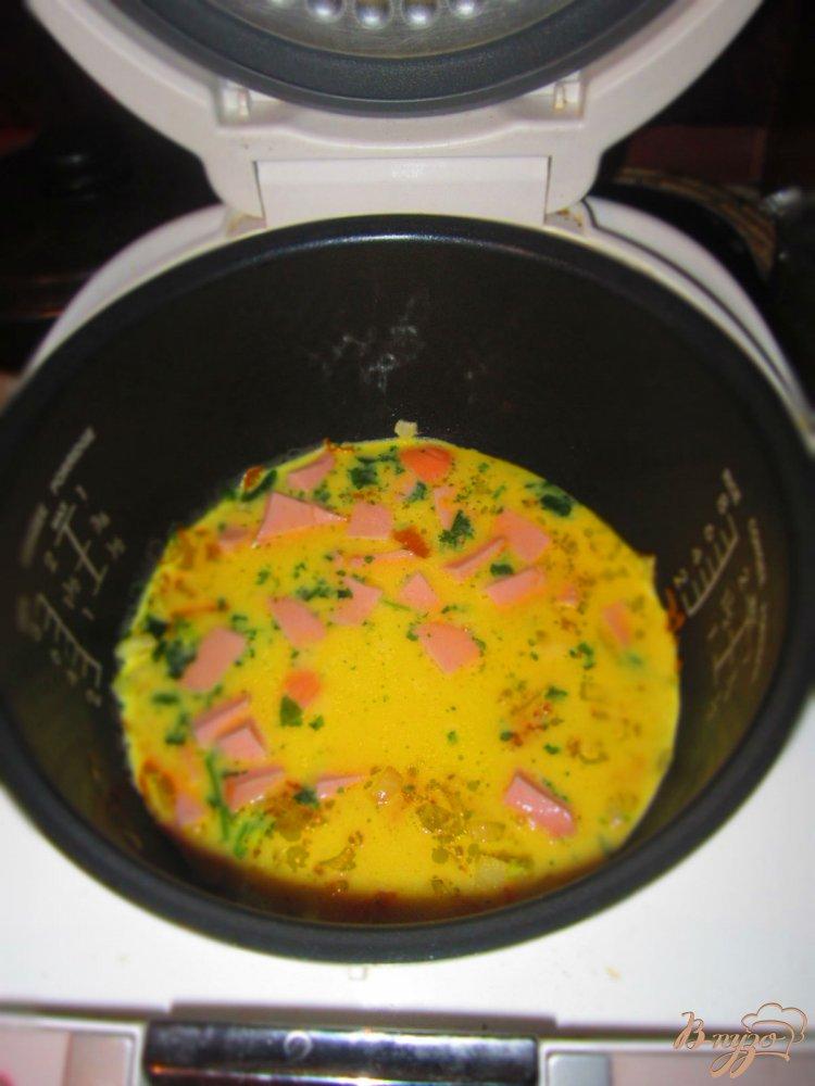 Фото приготовление рецепта: Омлет в мультиварке шаг №4