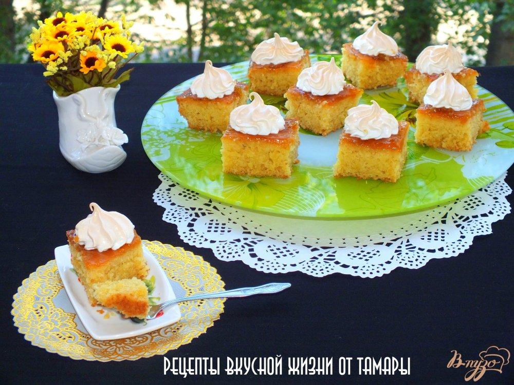 Фото приготовление рецепта: Пирожные с абрикосовым джемом и безе шаг №8