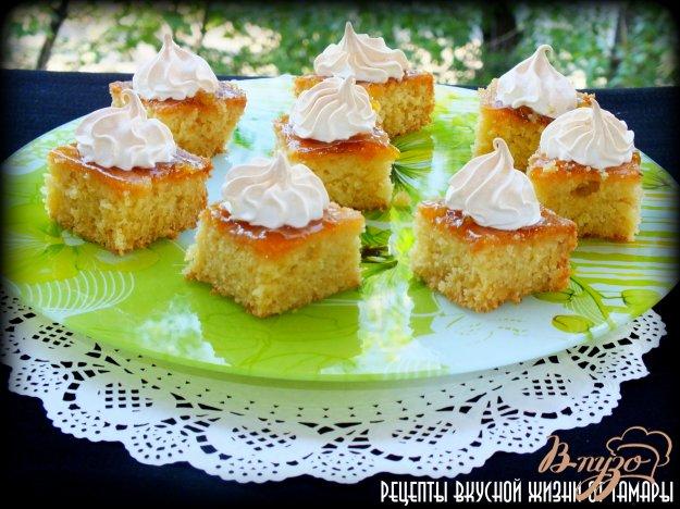 фото рецепта: Пирожные с абрикосовым джемом и безе