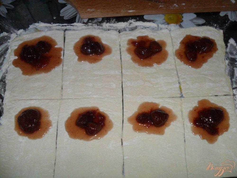 Фото приготовление рецепта: Слойки с вареньем шаг №2