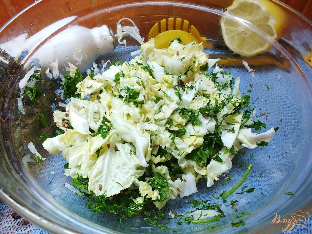 Фото приготовление рецепта: Салат овощной с изюмом и кунжутным маслом шаг №5