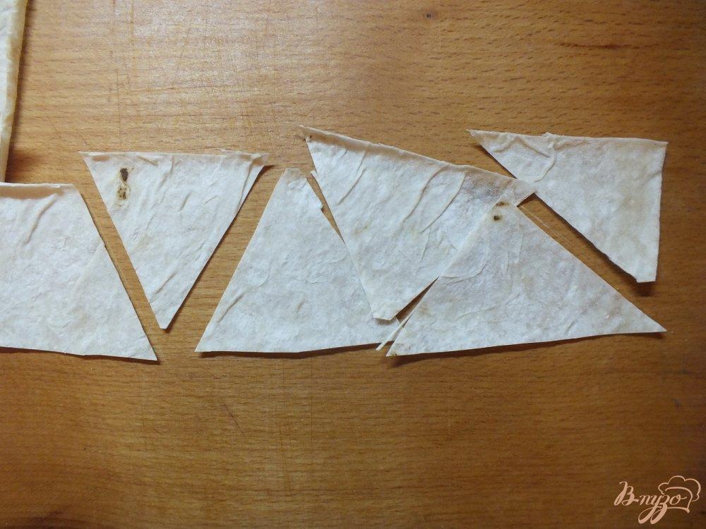 Фото приготовление рецепта: Чипсы с чесноком шаг №3