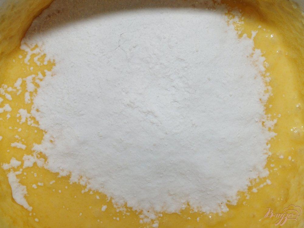 Фото приготовление рецепта: Грушевый пирог на желтках шаг №4