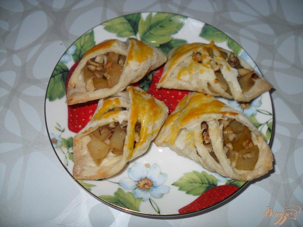 Фото приготовление рецепта: Слойки с яблоками шаг №7