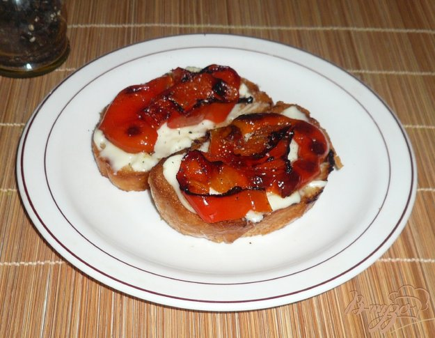 фото рецепта: Горячие бутерброды с сыром и перцем