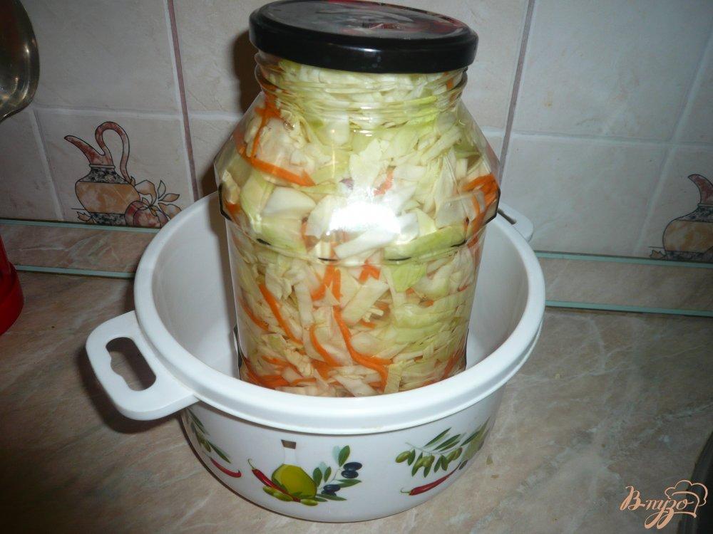 Фото приготовление рецепта: Капуста квашенная в рассоле шаг №7