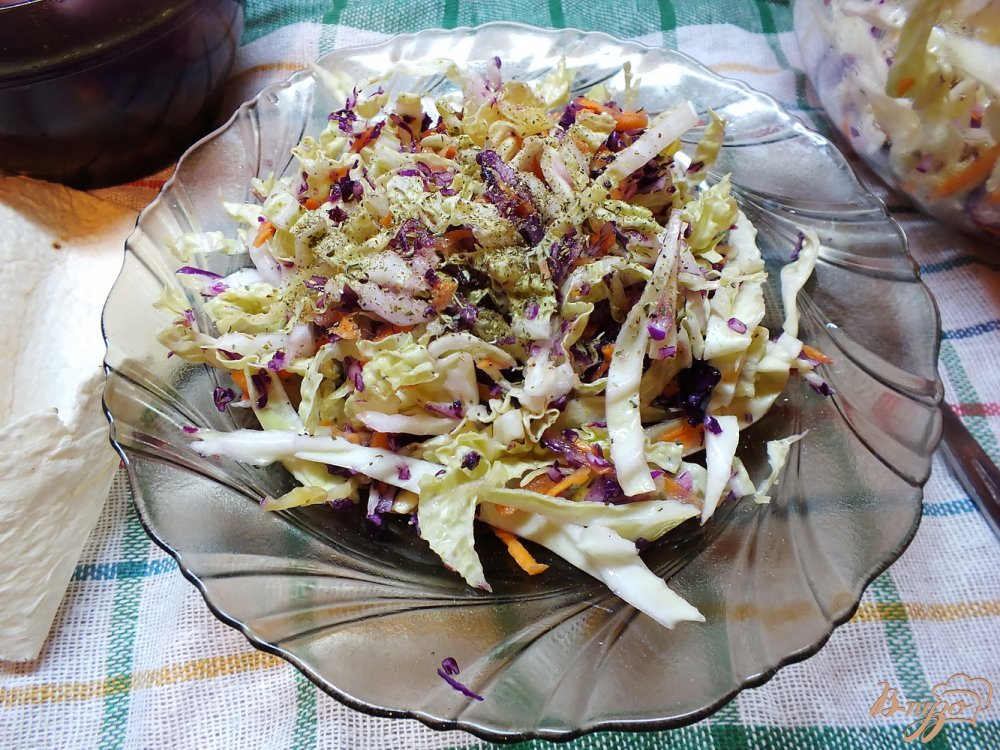 Фото приготовление рецепта: Салат из краснокочанной капусты шаг №7