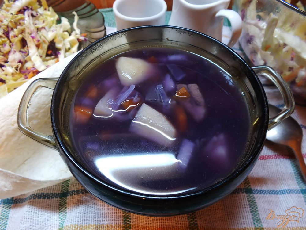 Фото приготовление рецепта: Вкуснейший суп из фиолетовой капусты шаг №7