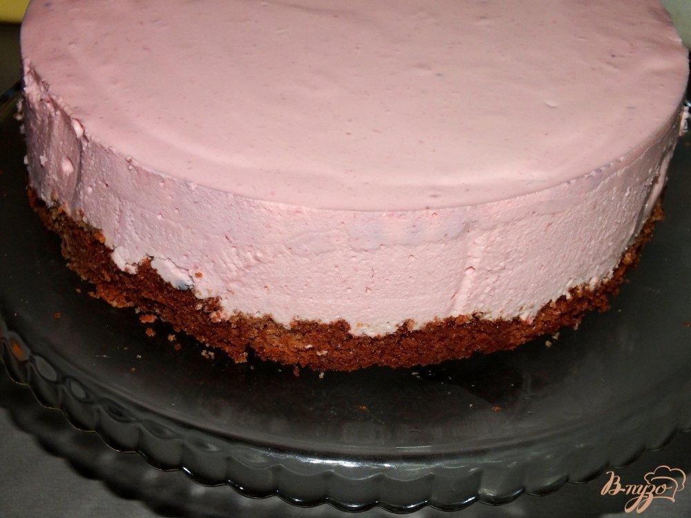 Фото приготовление рецепта: Торт с малиновым суфле шаг №7
