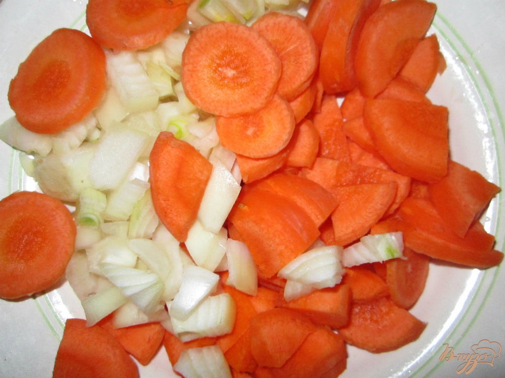 Фото приготовление рецепта: Суп из фасоли со свининой шаг №2