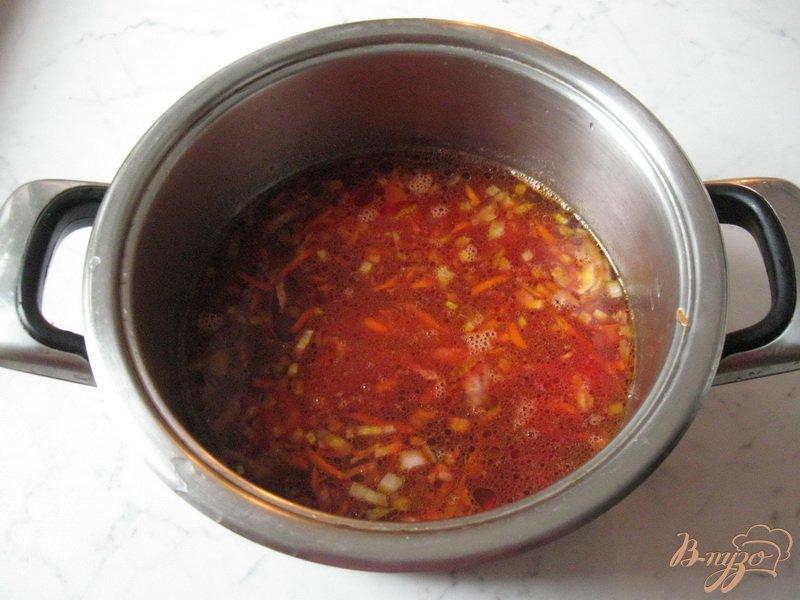 Фото приготовление рецепта: Борщ с квашеной капустой шаг №4