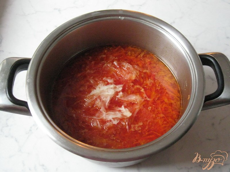 Фото приготовление рецепта: Борщ с квашеной капустой шаг №5