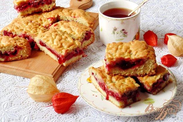 фото рецепта: Домашний песочный пирог с вишней
