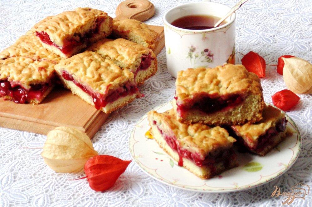 Фото приготовление рецепта: Домашний песочный пирог с вишней шаг №15