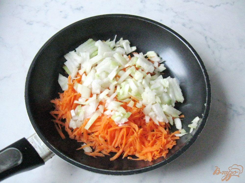 Фото приготовление рецепта: Гороховый суп с копченой индейкой шаг №4