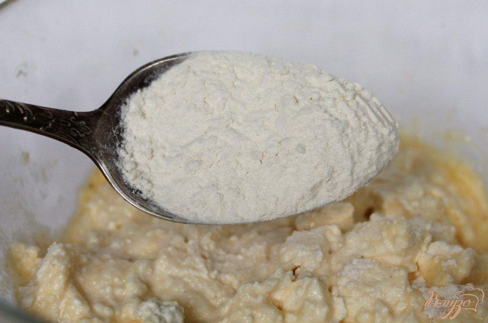 Фото приготовление рецепта: Сырники с зеленым луком шаг №3