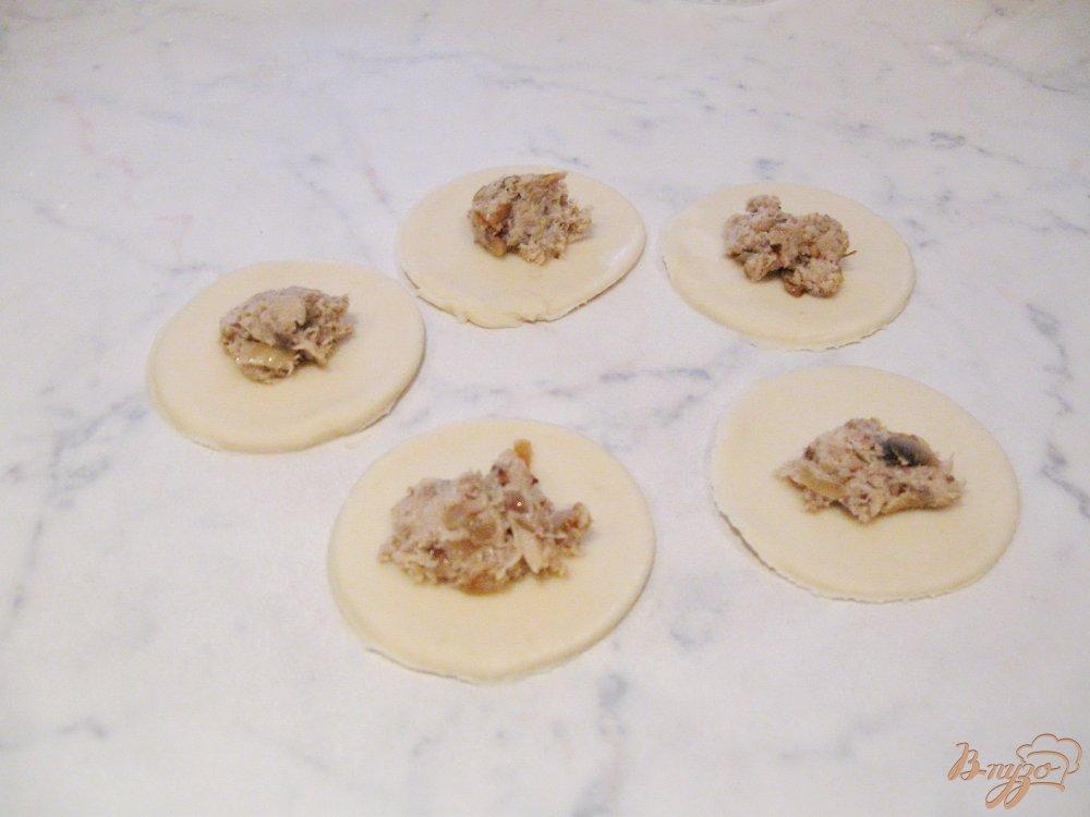 Фото приготовление рецепта: Вареники с грибами и отварным мясом шаг №6