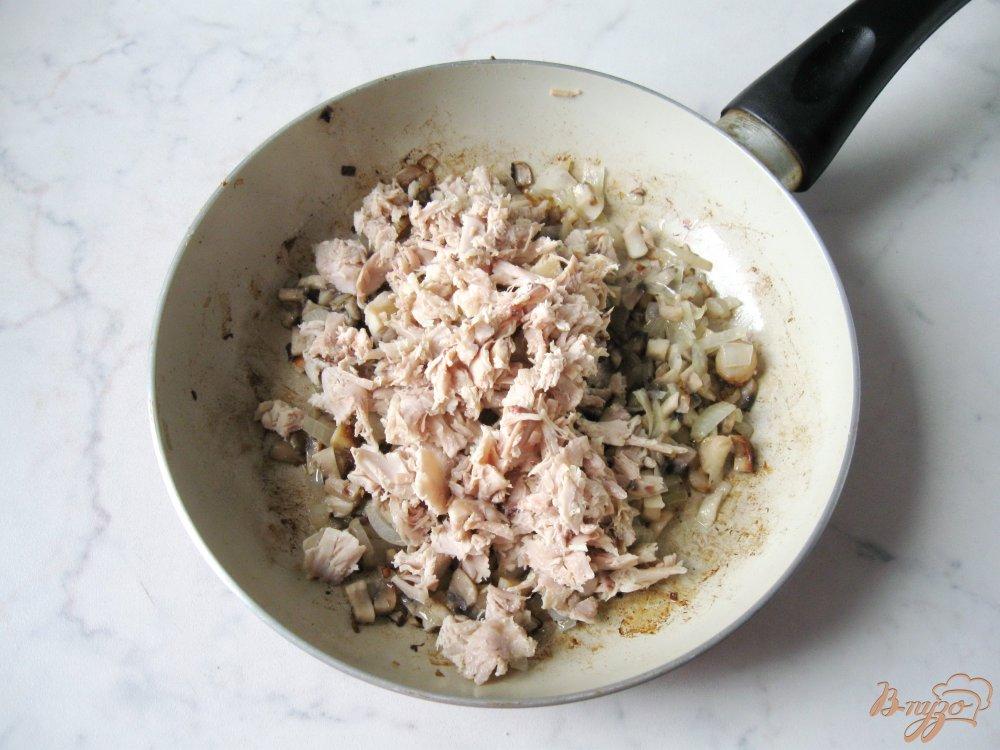 Фото приготовление рецепта: Вареники с грибами и отварным мясом шаг №2