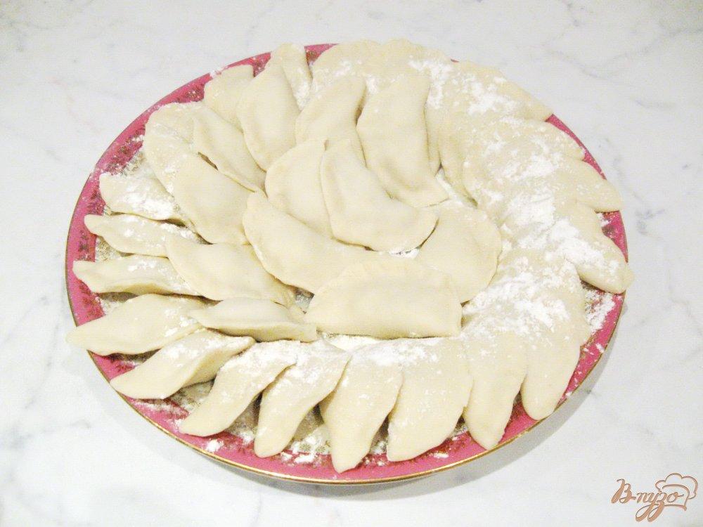Фото приготовление рецепта: Вареники с грибами и отварным мясом шаг №7