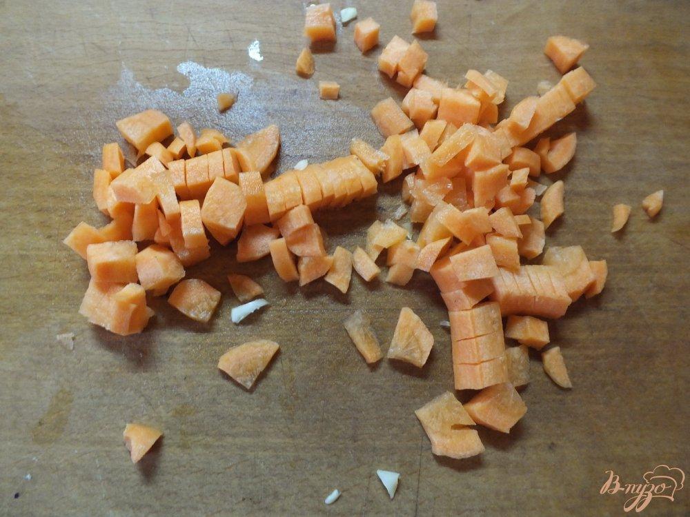 Фото приготовление рецепта: Суп из кукурузы с капустой и морковью шаг №2