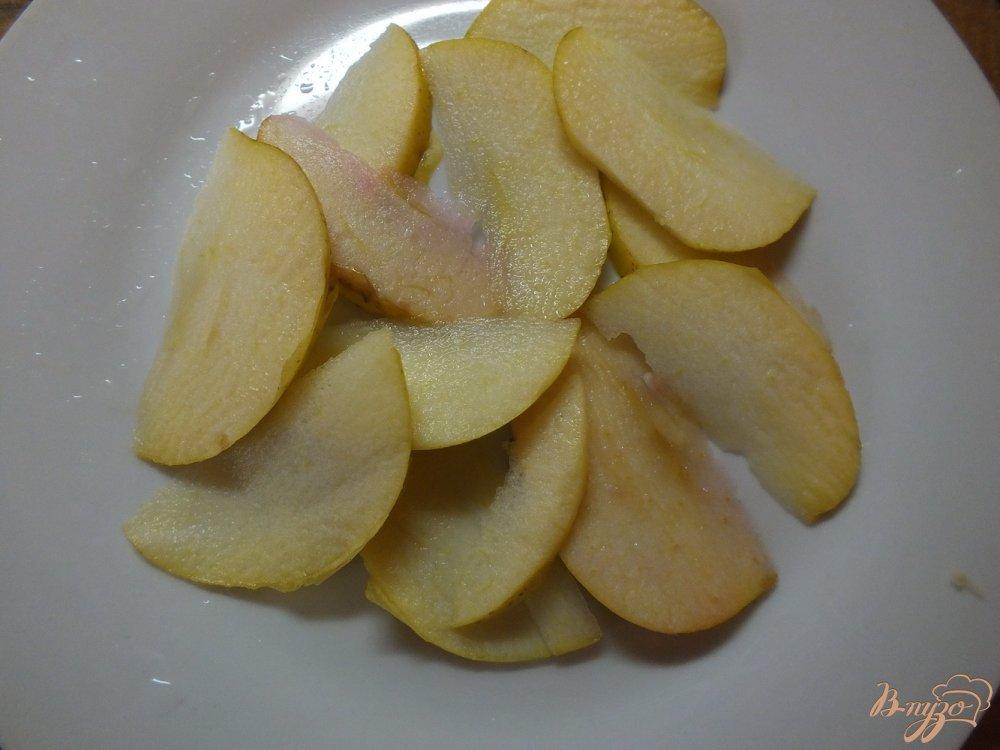 Фото приготовление рецепта: Салат из яблок и пекинской капусты шаг №2