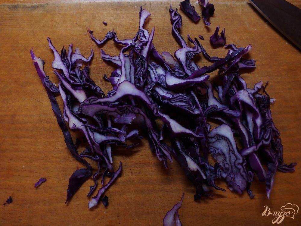 Фото приготовление рецепта: Салат из яблок с фиолетовой капустой шаг №1
