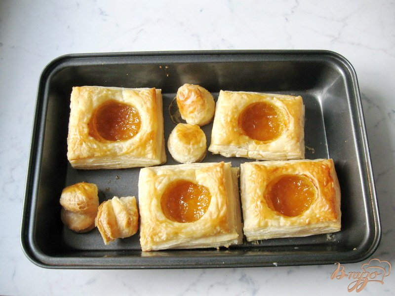 Фото приготовление рецепта: Слойки с апельсиновым джемом шаг №6