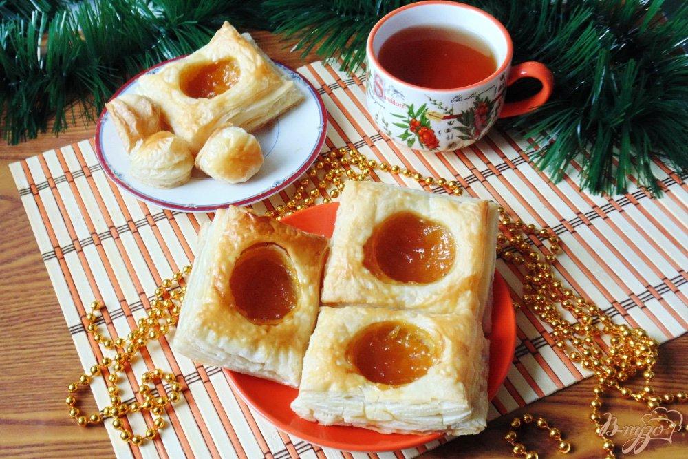 Фото приготовление рецепта: Слойки с апельсиновым джемом шаг №7