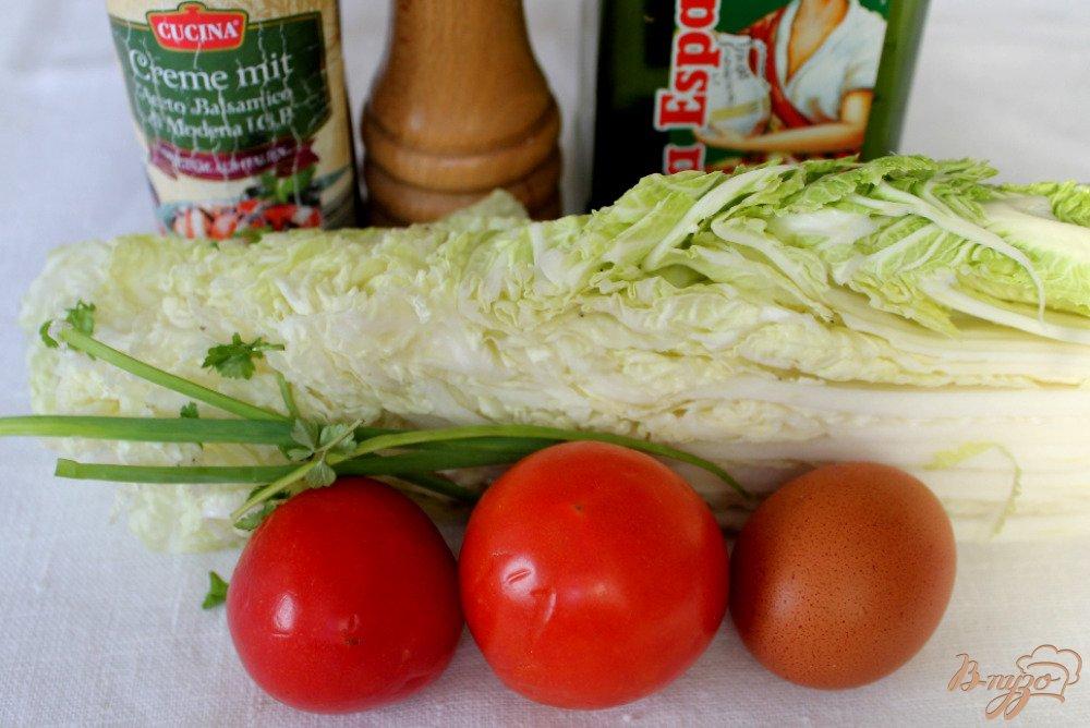 Фото приготовление рецепта: Салат из пекинской капусты и помидор шаг №1