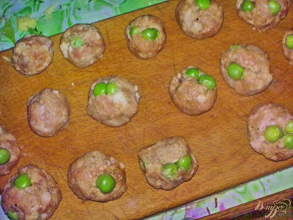 Фото приготовление рецепта: Свекольник с шариками шаг №3