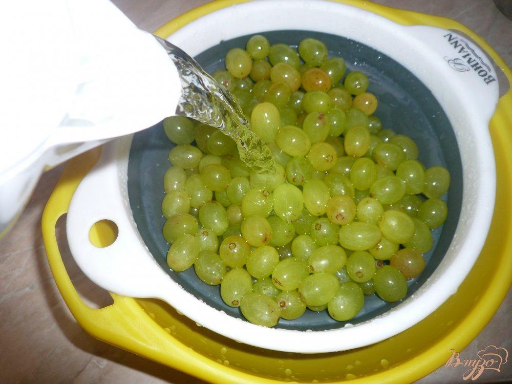Фото приготовление рецепта: Простое виноградное варенье шаг №3