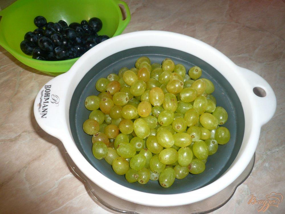 Фото приготовление рецепта: Простое виноградное варенье шаг №2