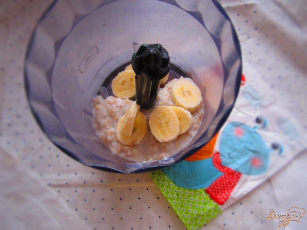 Фото приготовление рецепта: Детская овсяная каша с бананом шаг №4