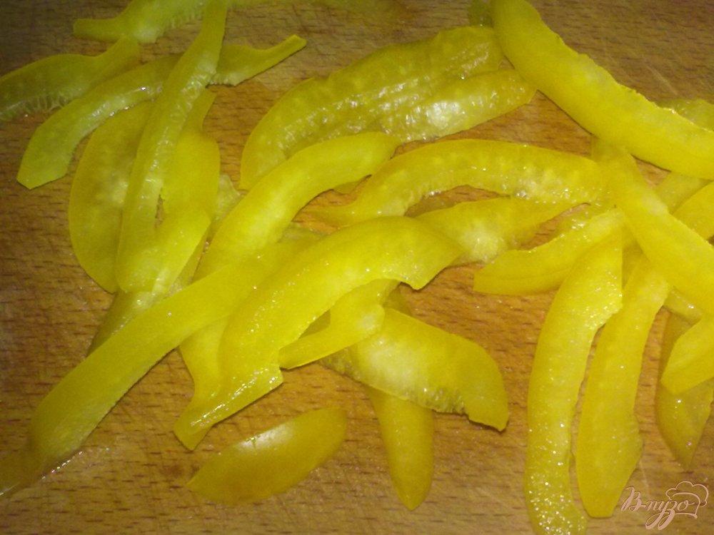 Фото приготовление рецепта: Салат помидорный с брынзой шаг №2