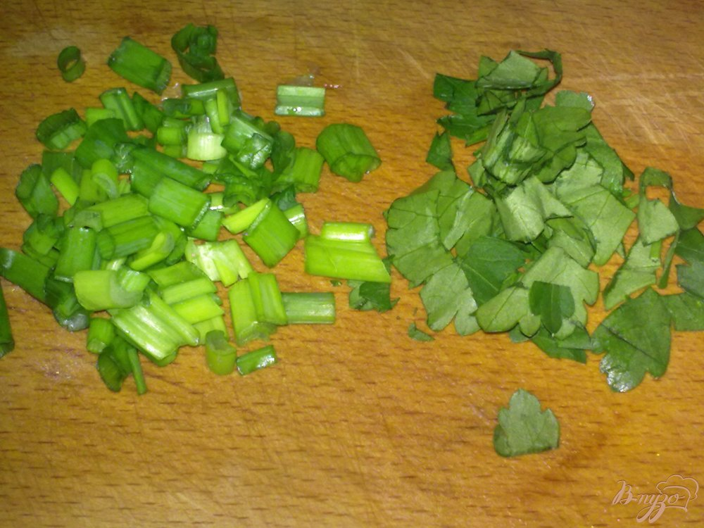 Фото приготовление рецепта: Салат помидорный с брынзой шаг №3