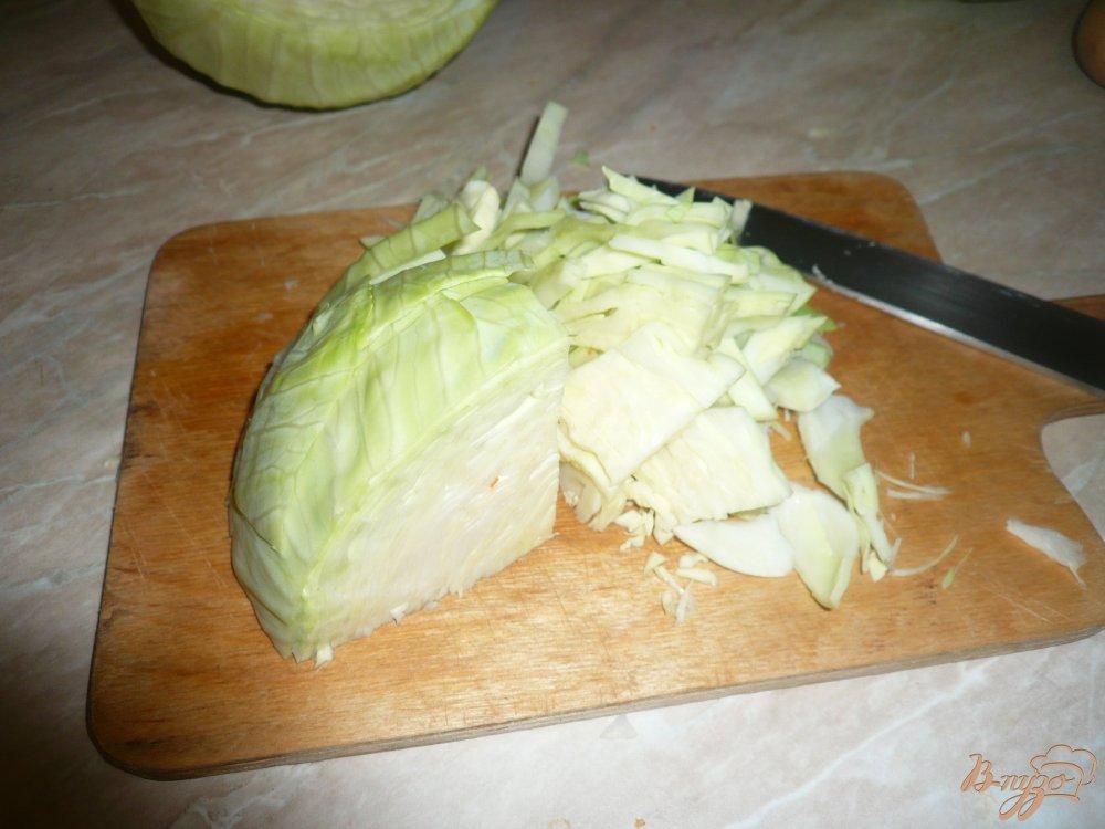 Фото приготовление рецепта: Щи на курином бульоне с луком пореем шаг №3