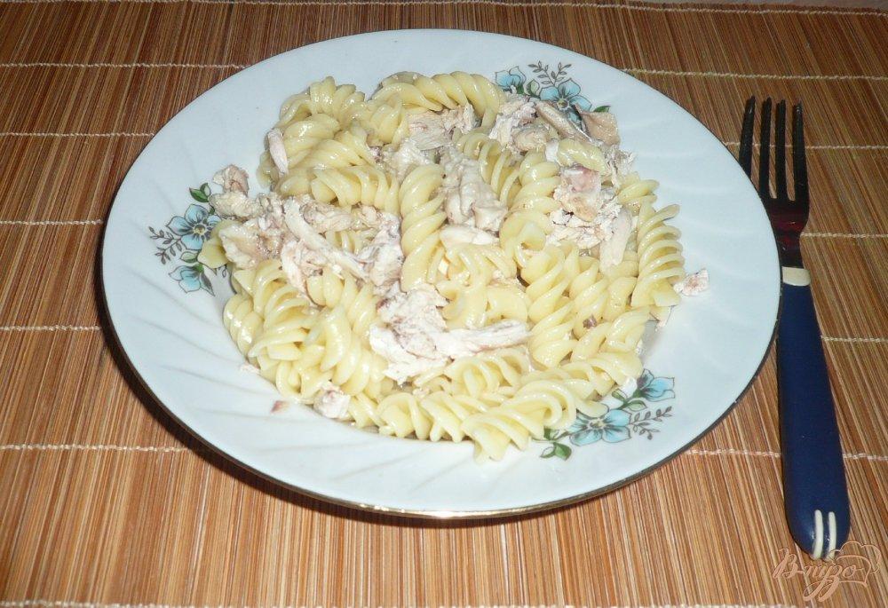 Фото приготовление рецепта: Макароны с отварной курицей шаг №6